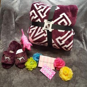 VS PINK Large Sherpa Blanket & Slippers Bundle